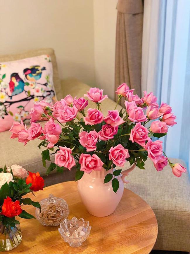 me man voi nhung binh hoa ngap sac xuan cua chi gai ha thanh hinh anh 14