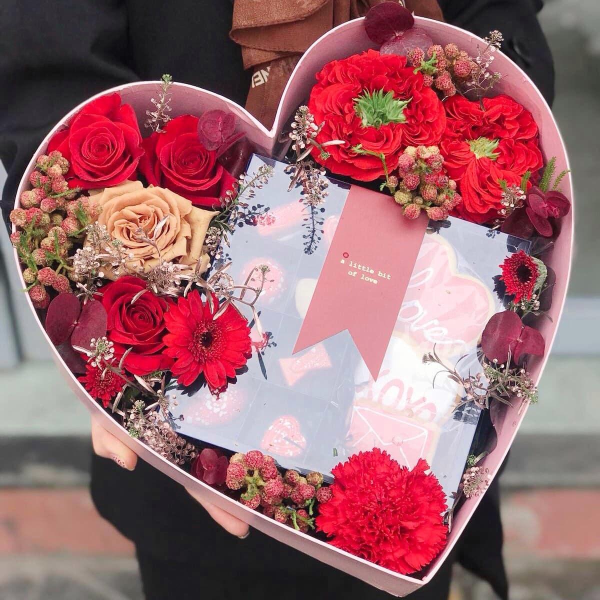gioi tre tang nhau nuoc rua tay, khau trang ngay le valentine hinh anh 7