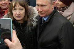Câu hỏi từ người phụ nữ khiến Putin bối rối