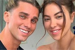 Dân mạng hết hồn với bức ảnh khỏa thân của cặp đôi nổi tiếng