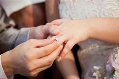 Em gái thông báo cưới chồng, chị hốt hoảng khi biết đó là bạn trai cũ