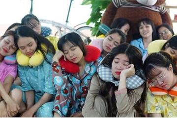 Nữ nhân viên Đà Nẵng mặc đồ ngủ đi làm gây tranh cãi dữ dội