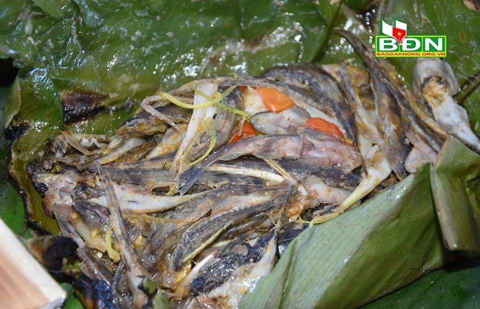 Mùa mưa ở nơi này thơm lừng mùi cá suối nướng lá chuối
