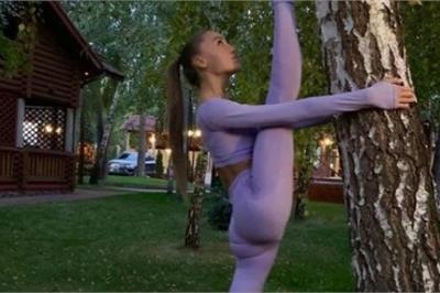 Tân hoa hậu Ukraina và tư thế yoga tuyệt đẹp khiến fan ngẩn ngơ