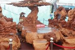 Làm từ sẹo cây nghìn năm tuổi, bộ bàn ghế có giá hơn 5 tỷ