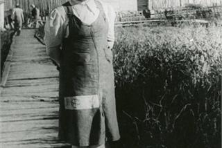 Trinh nữ 16 tuổi bị ép làm nô lệ tình dục trong trại tử thần của Đức Quốc xã
