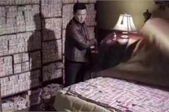Quan tham TQ ngông cuồng, đêm nằm ngủ trên tiền, bố trí máy bay đưa sếp đi ăn thịt chó