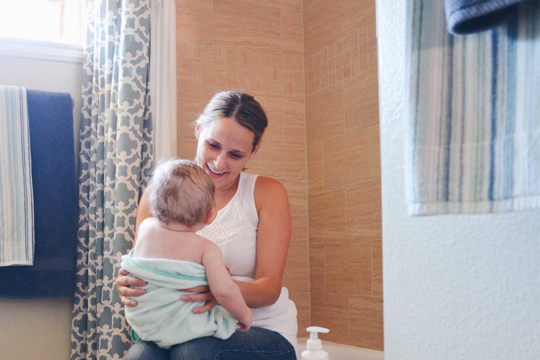 Dùng nước giặt, nước xả vải kém chất lượng gây hại đến sức khỏe trẻ nhỏ như thế nào? - Ảnh 4.