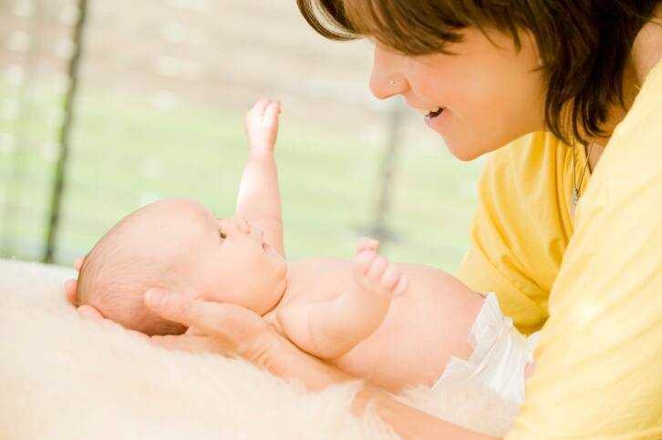 Dùng nước giặt, nước xả vải kém chất lượng gây hại đến sức khỏe trẻ nhỏ như thế nào? - Ảnh 3.