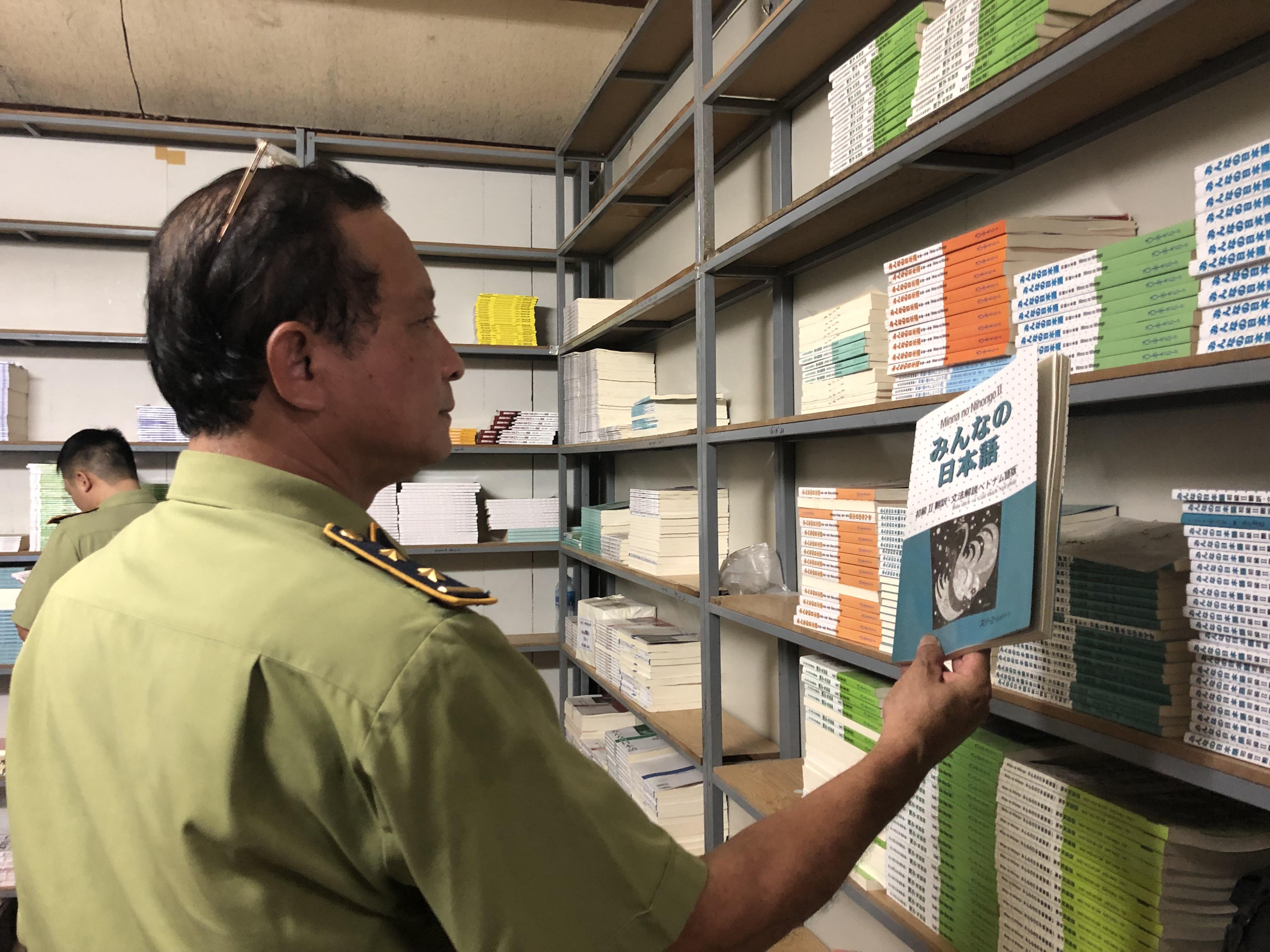 thu giữ lượng lớn sách lậu
