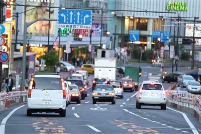 """Nhìn người Nhật mua xe để """"học cách nhà giàu tiêu tiền"""""""