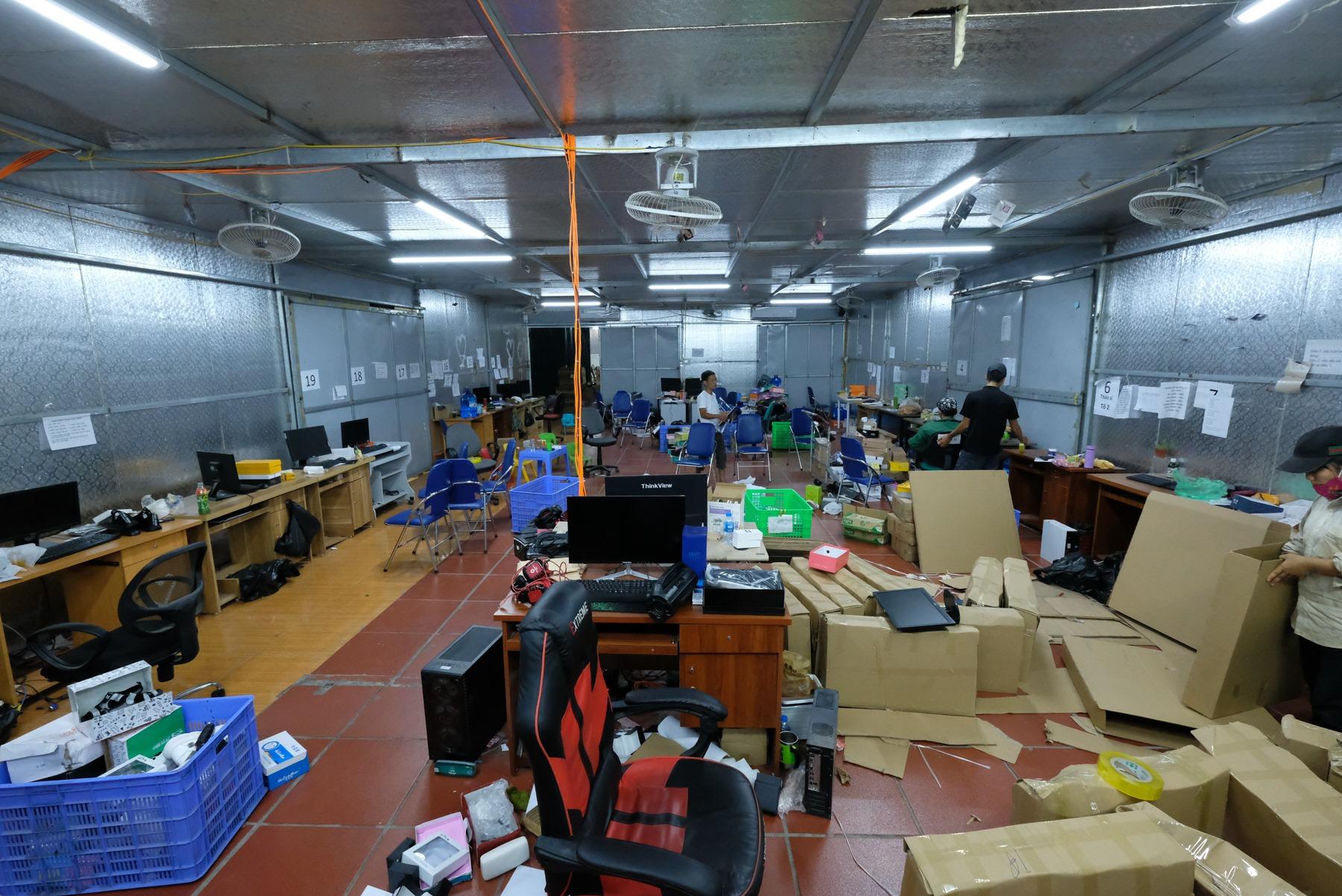 kho hàng lậu rộng 10.000m2 tại Lào Cai