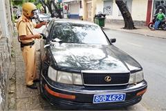 Tạm giữ ô tô gắn biển số giả mạo xe của báo Thanh tra