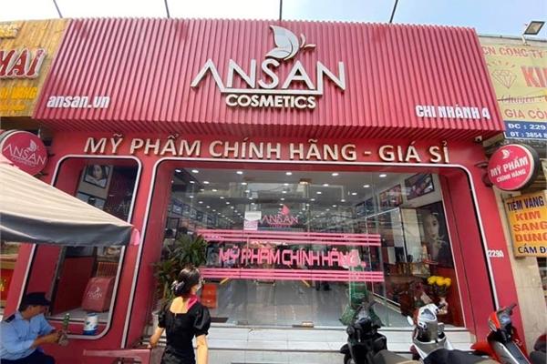 Thu giữ hàng nghìn mỹ phẩm không rõ nguồn gốc của Ansan Cosmetics