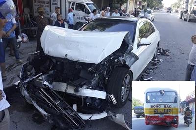 """Siêu xe 4,5 tỷ Mercedes S450 bị tai nạn """"nát đầu"""" vì không có CPA Plus?"""