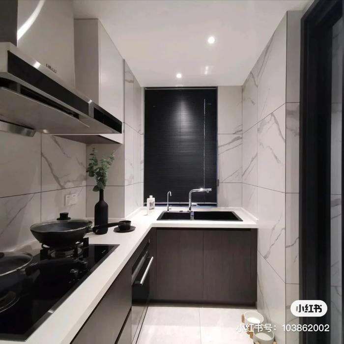 """Học lỏm ngay 5 """"bí kíp"""" này phòng bếp nhỏ cũng hóa rộng thênh thang và sang trọng hơn hẳn"""