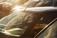 Không nên để những vật này khi đỗ ô tô ngoài trời nắng