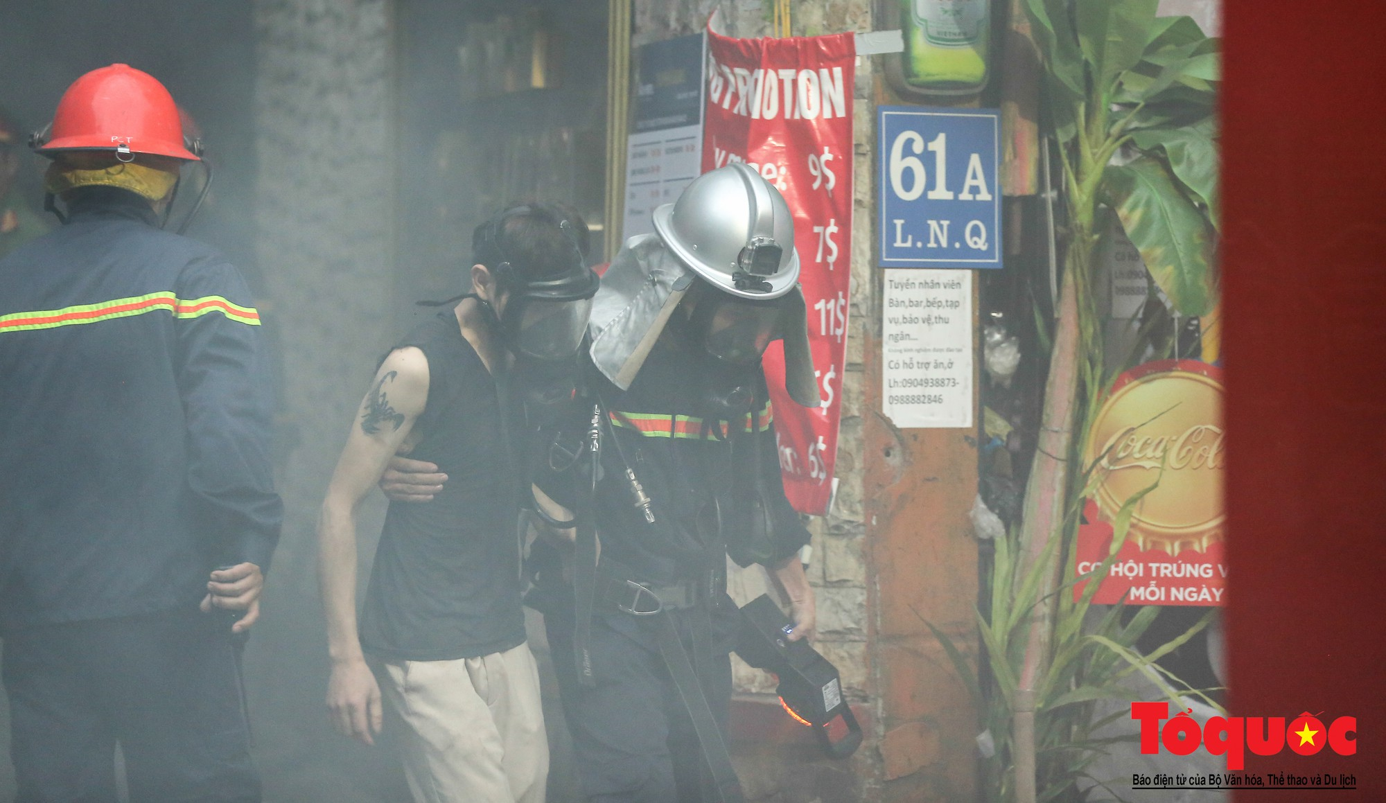 Hà Nội: Cháy khách sạn trên phố cổ, gần 30 người được đưa ra khỏi đám cháy - Ảnh 5.