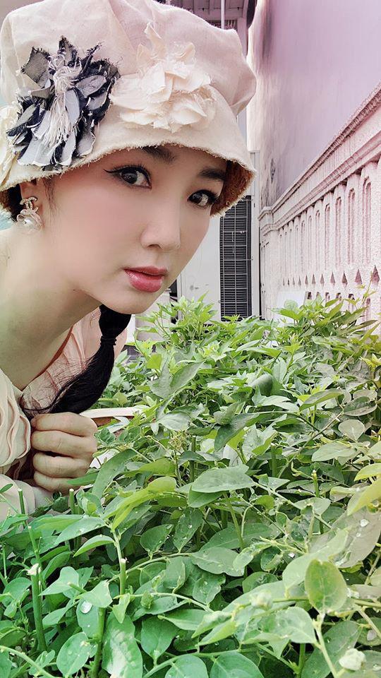 Hoa hậu Giáng My trồng rau và hoa quanh biệt thự trong lúc ở nhà trốn Covid-19 - Ảnh 4.