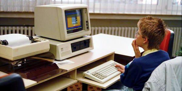 Bill Gates thức đến 4h sáng để viết game máy tính đầu tiên trên thế giới, bị nhân viên Apple cà khịa là 'trò chơi đáng xấu hổ nhất' - Ảnh 1.