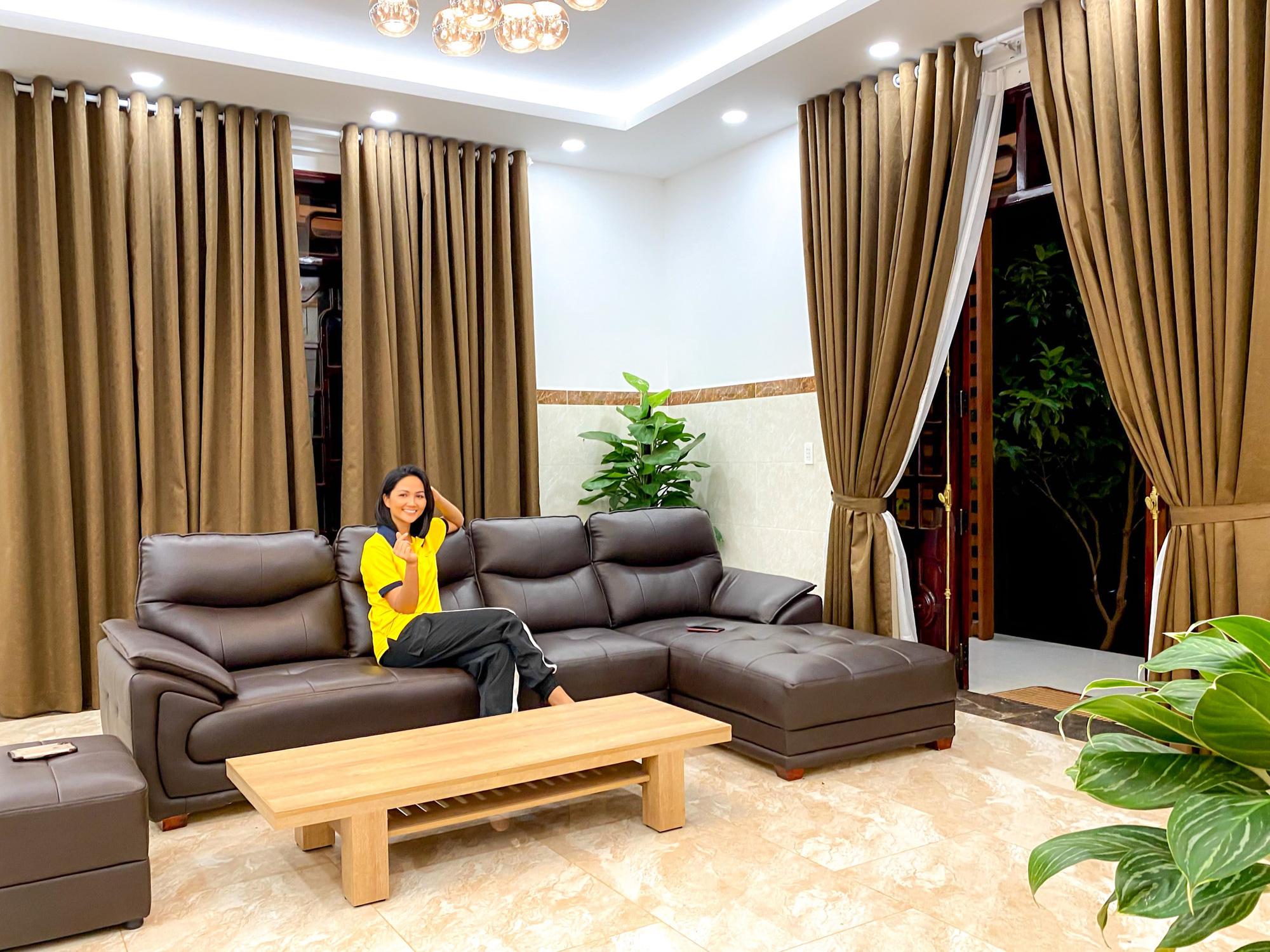 Hoa hậu H'Hen Niê gói trọn tình thương trong ngôi nhà mới xây cho bố mẹ - Ảnh 3.