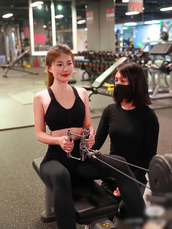 Quy tắc ngầm ở phòng tập gym: Tràn lan huấn luyện viên được đào tạo nửa mùa, PT nam có tới hàng chục chị gái mưa - Ảnh 2.