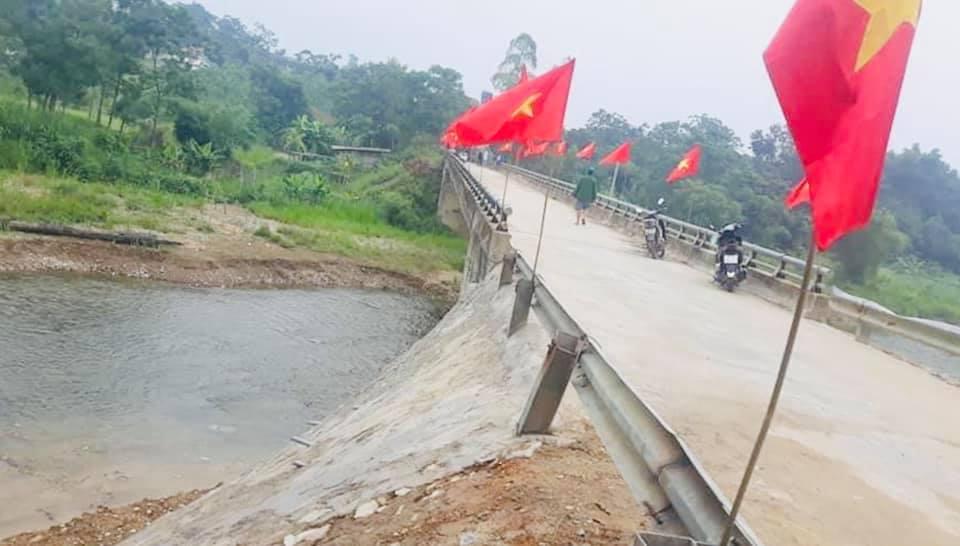 Thuỷ Tiên khánh thành 2 cây cầu hư hỏng do lũ lụt, chính thức kết thúc dự án hỗ trợ miền Trung - Ảnh 5.