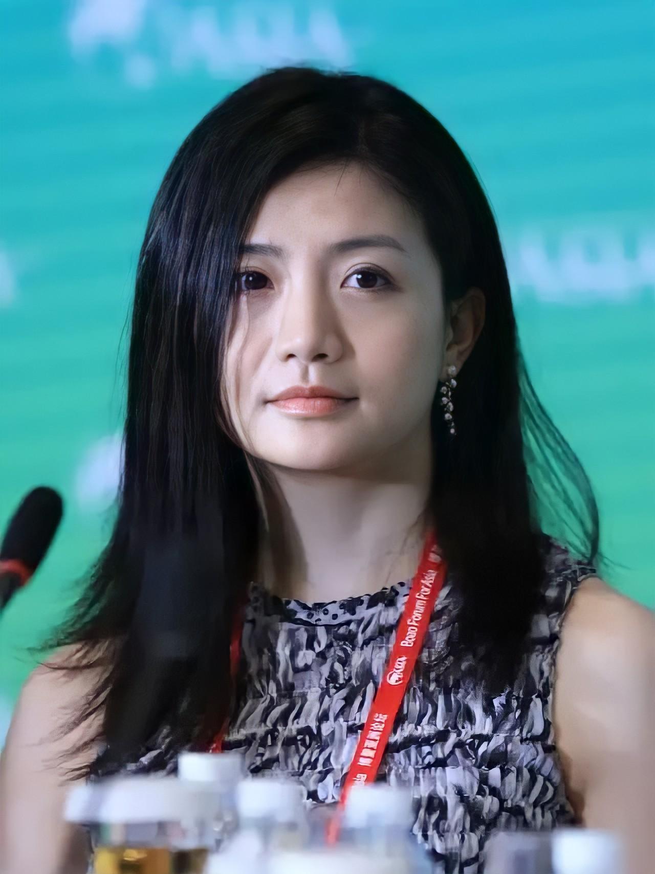 Nữ hoàng tài chính xinh đẹp như búp bê Barbie là ai mà khiến Jack Ma phải 3 lần bay đến tận Thung lũng Silicon để thu phục? - Ảnh 1.