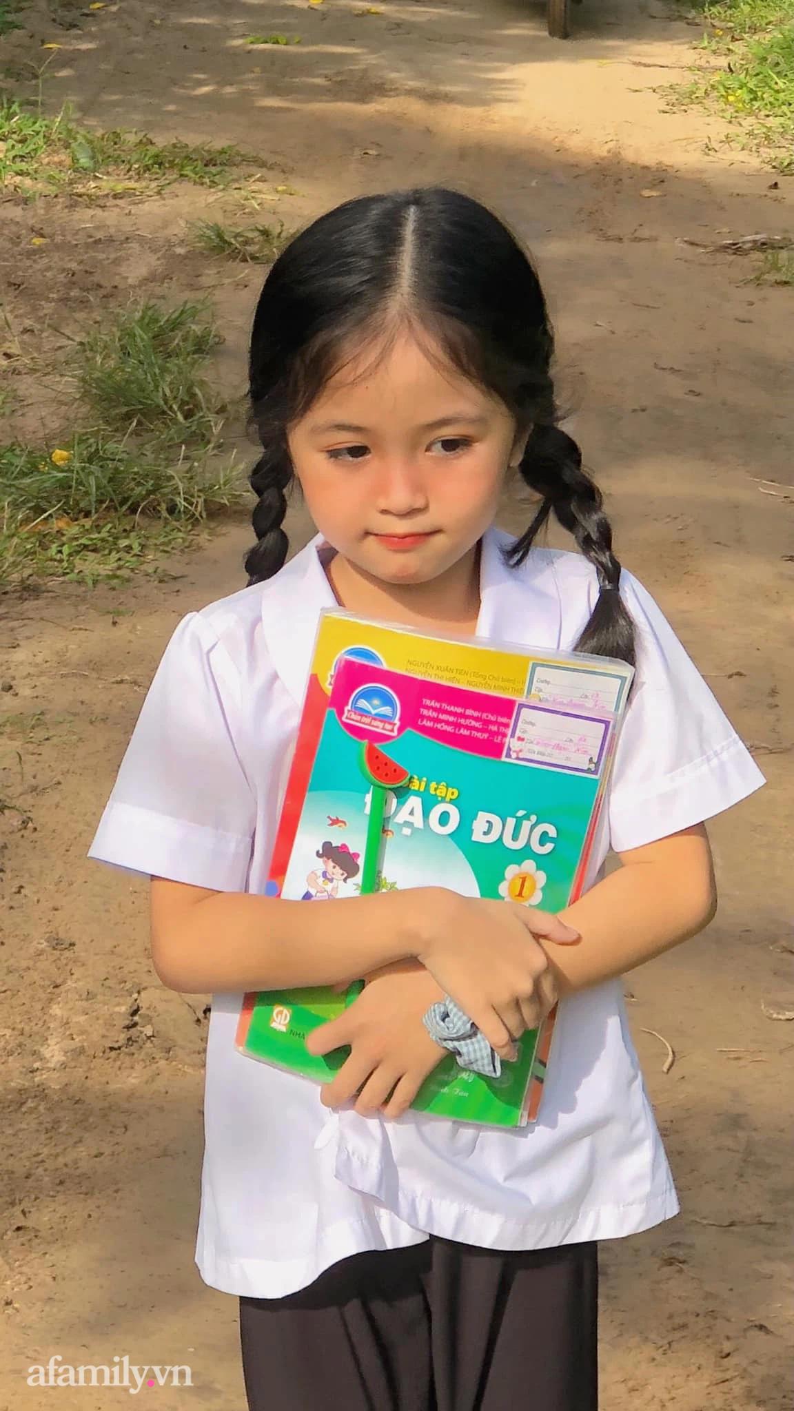 Bé gái thôn quê cắp sách tới trường khiến ai nấy ngẩn ngơ vì quá đỗi dễ thương - Ảnh 3.