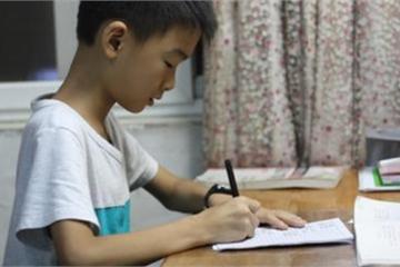 Học sinh lớp 3 viết văn nêu ý tưởng cướp ngân hàng, thầy vẫn cho điểm cao chót vót và phê 1 câu khiến cậu bé rối bời