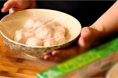 Những sai lầm nguy hiểm khi sử dụng màng bọc thực phẩm sẽ biến đồ ăn trở nên 'độc hại'