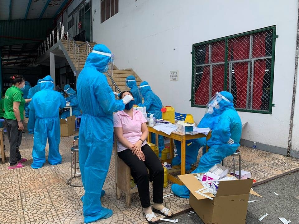 Employees of Changshin Vietnam Company are taken samples for Covid-19 testing, photo Le Lam/ thanhnien.vn