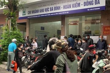 """Người dân Hà Nội """"ùn ùn"""" đi trả nợ tiền sử dụng đất trước ngày 1/3"""