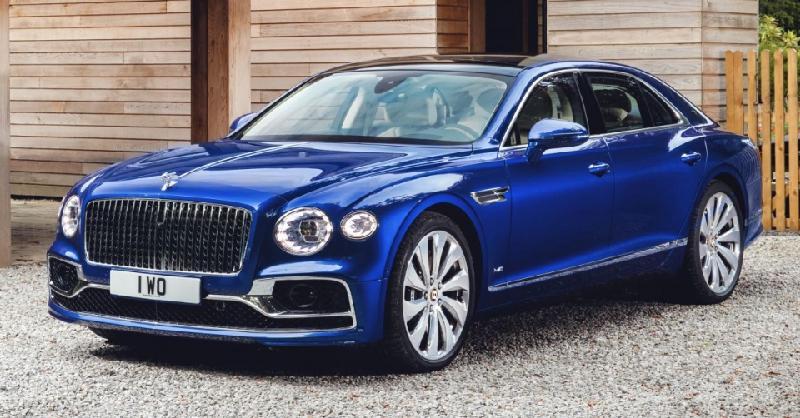 Bentley Flying Spur First Edition nhiều trang bị đặc biệt hơn so với phiên bản tiêu chuẩn.