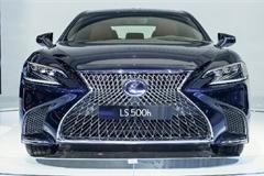 Xe sang Lexus LS500 bán tại Việt Nam bị lỗi lốp Run-Flat