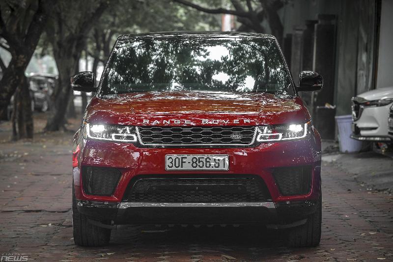 Hệ thống đèn LED ma trận có khả năng tự động giảm cường độ sáng khi phát hiện có xe đối diện.
