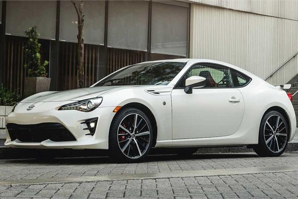 Toyota mua lại cổ phần của Subaru