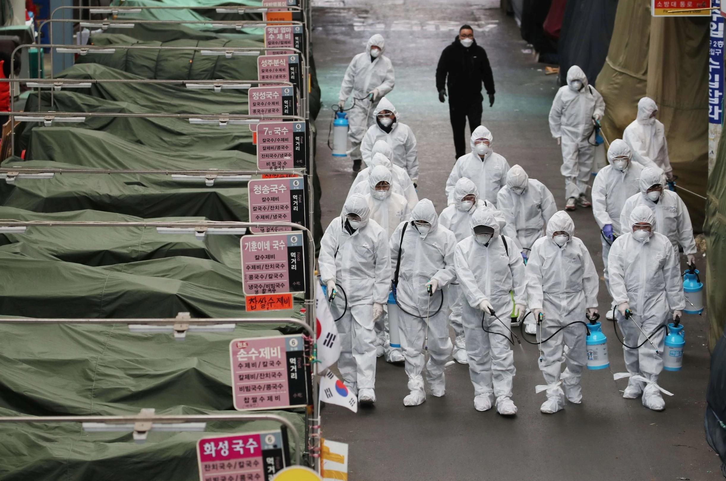 Người dân Daegu níu giữ sự 'bình thường' giữa bão dịch Covid-19