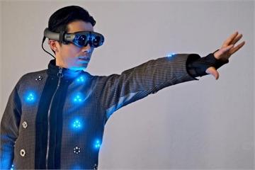 Nhật Bản đón đầu xu thế quần áo thông minh với các sản phẩm dành cho game thủ và... chó