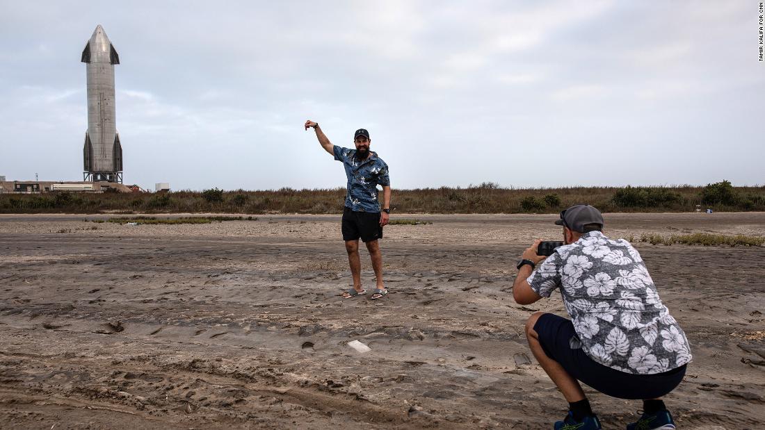 SpaceX đã tạo ra ngành công nghiệp săn tin triệu view như thế nào?