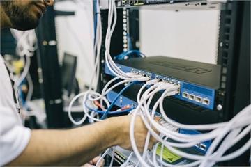 Ai đang sở hữu mạng Internet toàn cầu?