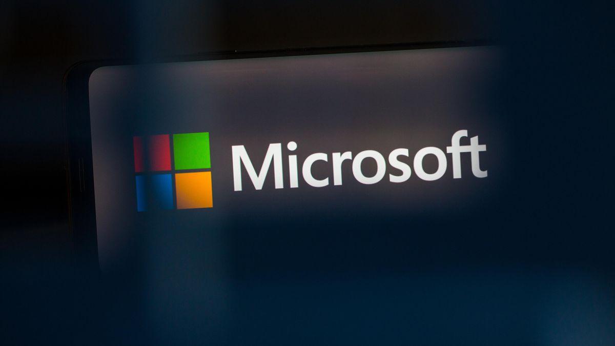 2215719 - Vì Sao 'Đế Chế' Microsoft Rất Khó Sụp Đổ?