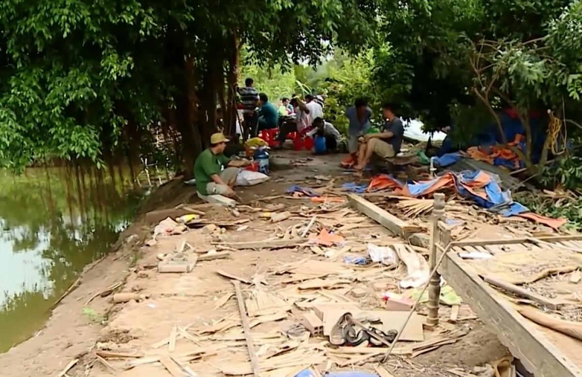 Nhà dân ở xã An Bình, huyện Long Hồ bị sập.