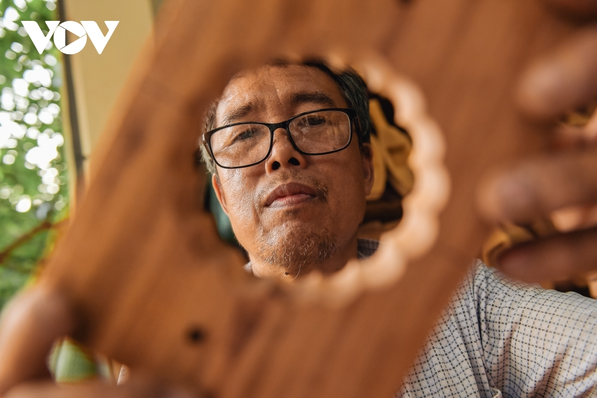 The family of Tran Van Ban in Thuong Tin district of Hanoi have made countless moulds during the past 40 years and have been able to master the art of making mooncake moulds.
