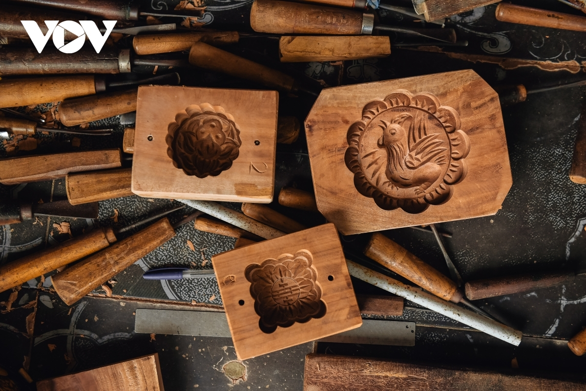 Due to being a talented craftsman, the artisan is able to create hundreds of different moulds in a variety of shapes and sizes.