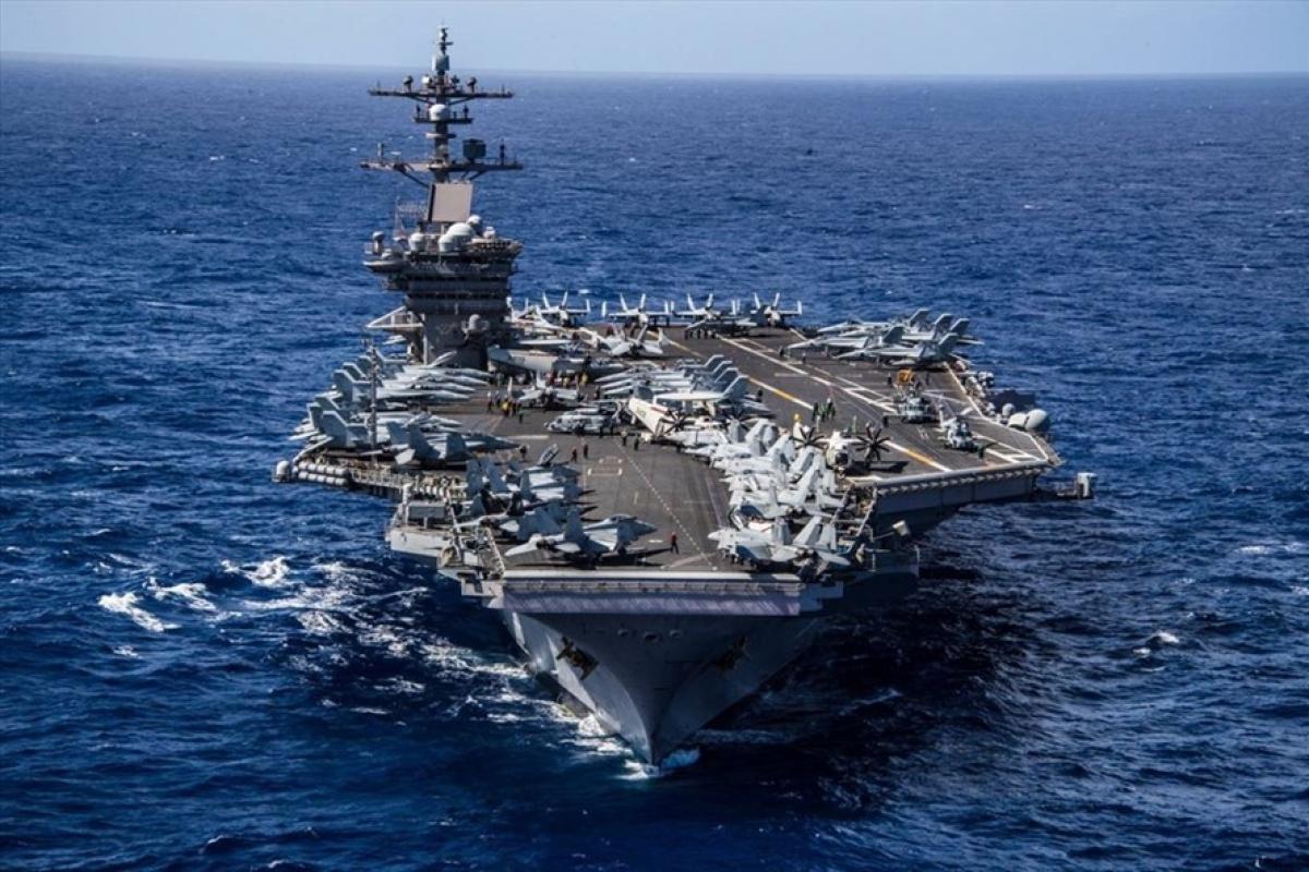 Tàu sân bay USS Carl Vinson tại đảo Guam. Ảnh: USPC.