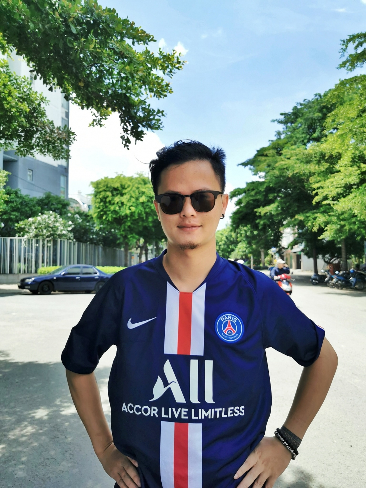 Họa sĩ Bùi Đình Thăng, chuyên gia truyền thông trên mạng xã hội, sở hữu trang Facebook Thăng Fly Comic.