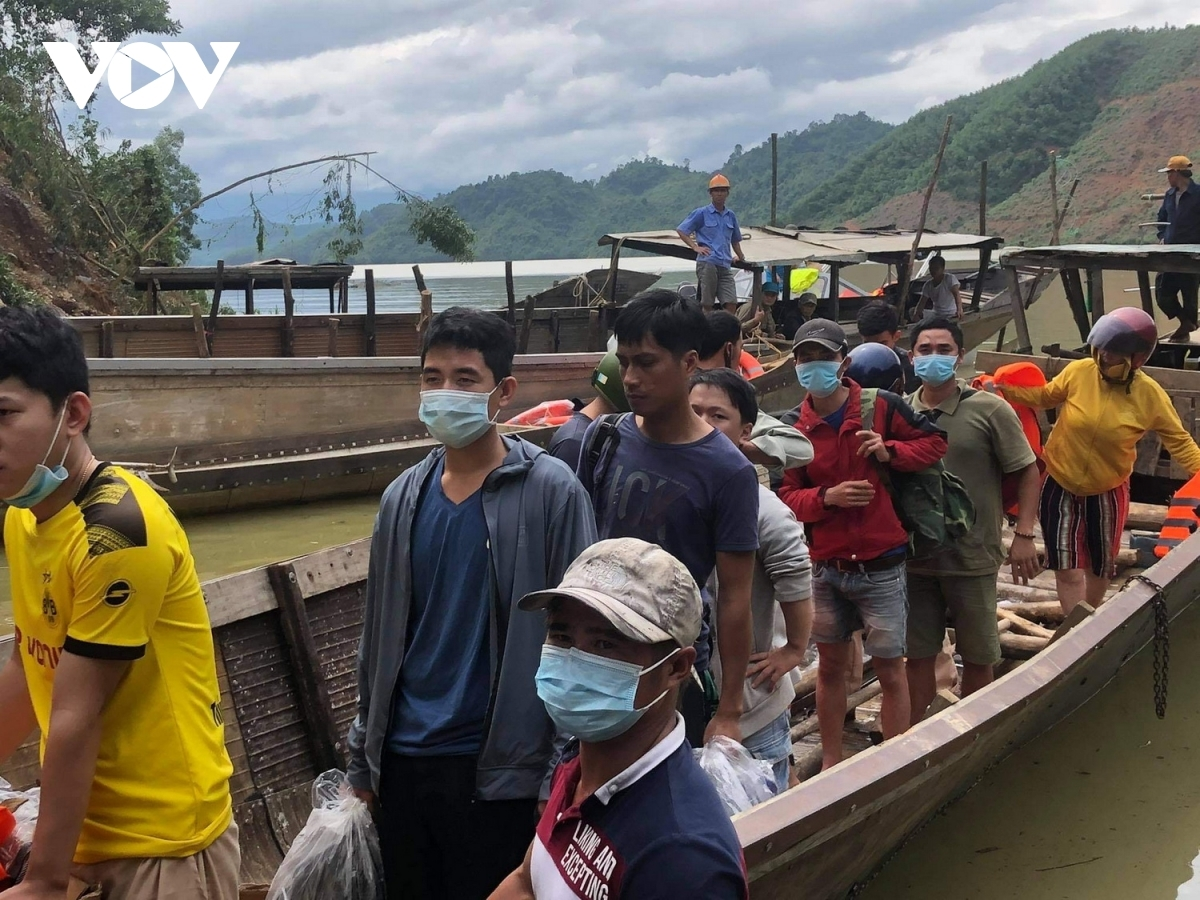 About 19 people, including two Indian experts, have been rescued and transferred to Rao Trang Hydropower Company headquarters in Hue