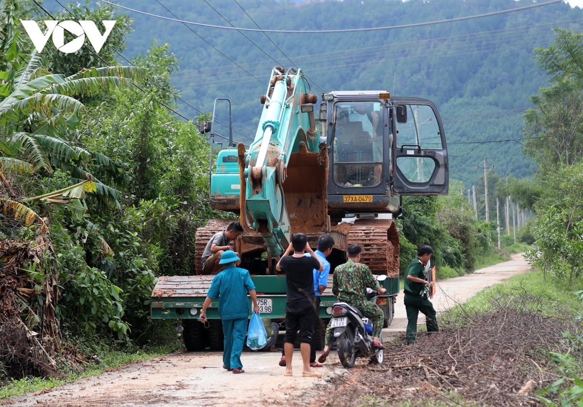 An excavator heads towards provincial road No. 71 to aid in rescue efforts.