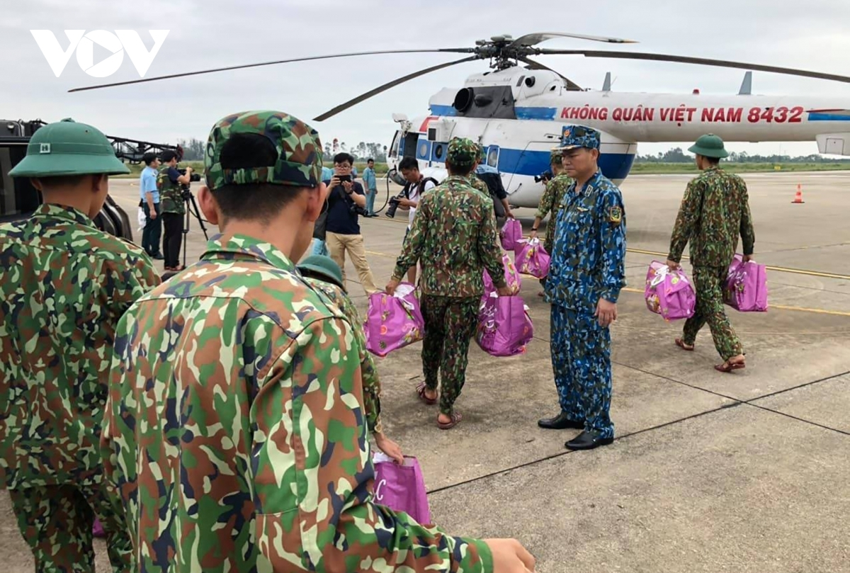Military forces load the helicopter with food